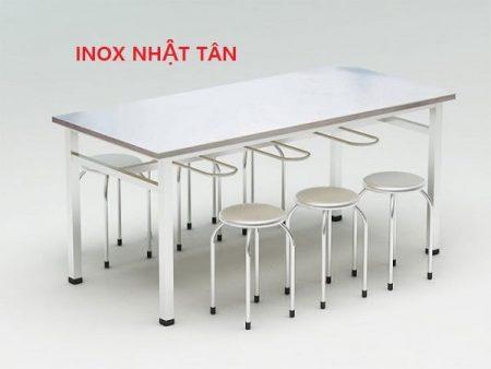 ban-an-inox-cong-nghiep-co-gia-treo-ghe-03
